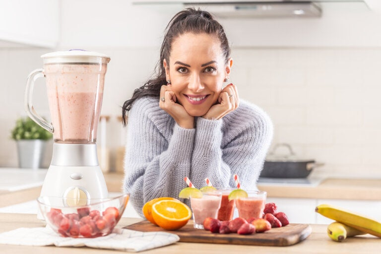 Activa el metabolismo con un batido de coco, jengibre y té verde