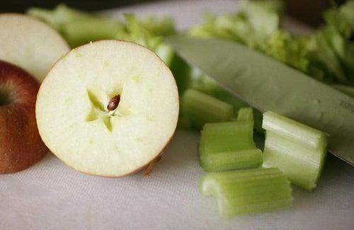 Jugo de apio y manzana verde