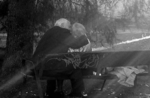 beso-ancianos