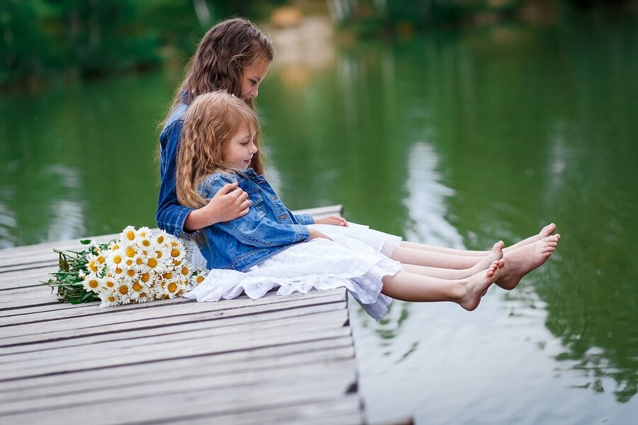 Una hermana es la otra mitad del corazón.