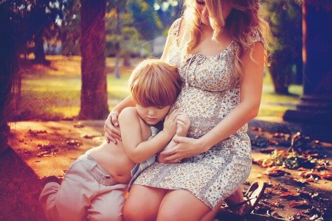 ¿Cómo preparar a tu hijo mayor para recibir a su hermano?