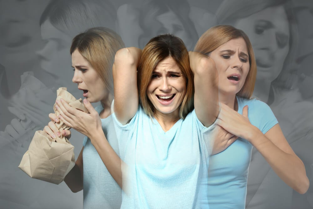 Mujer con ataque de pánico.