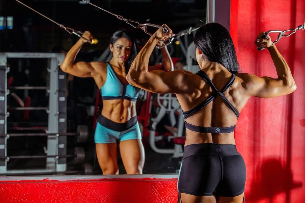 Las mujeres también se interesan por el bodybuilding.