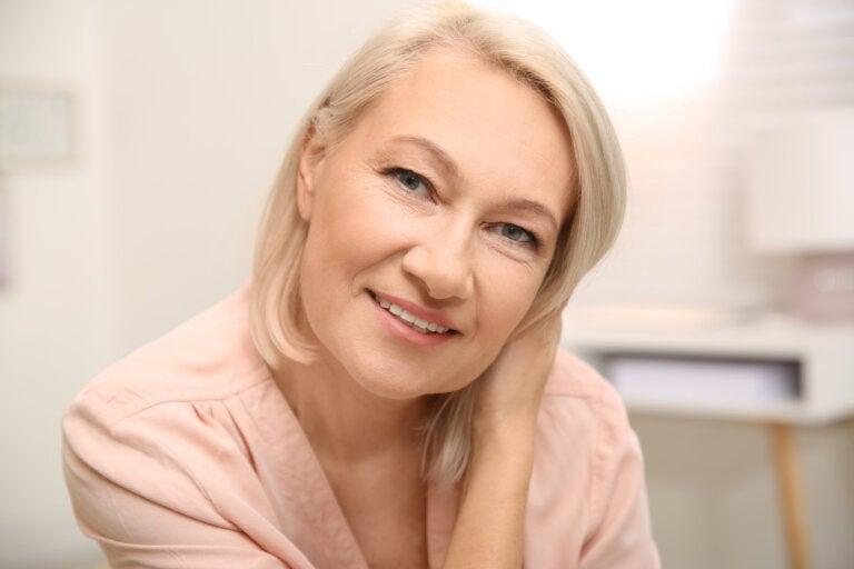 Controla los sofocos por menopausia con estos 8 remedios caseros