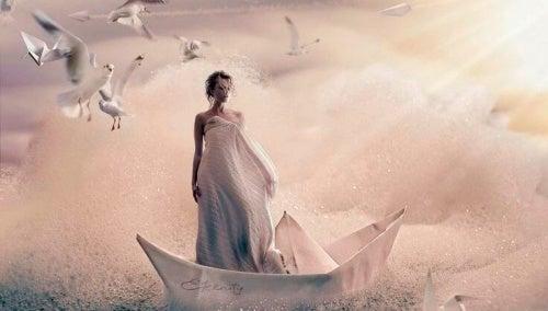 mujer-sobre-un-barco