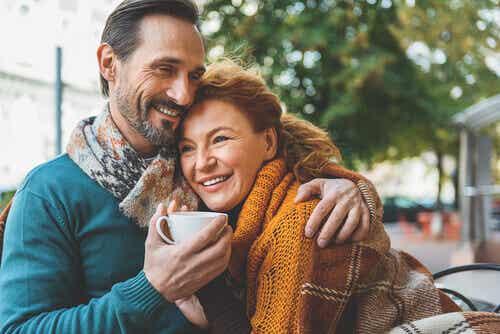 Amores en la edad madura: cuando dos almas sabias se encuentran