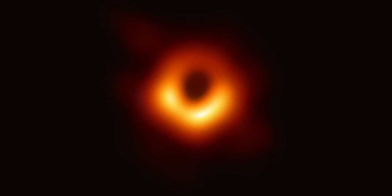 Primera foto de un agujero negro.