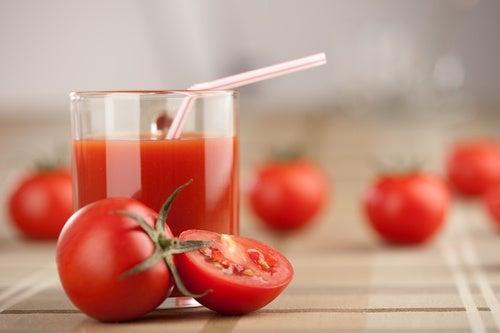 Depúrate una vez a la semana con jugo de tomate, ajo y cúrcuma