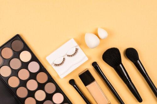 12 trucos cosméticos para lucir una mirada más expresiva