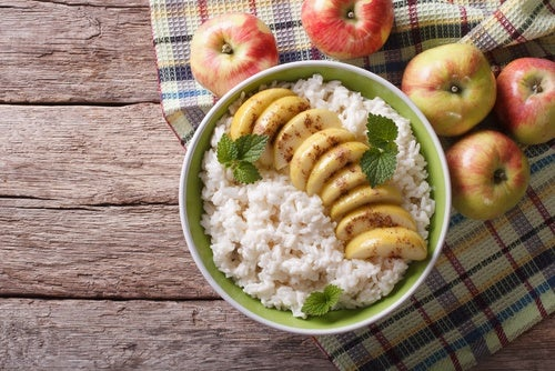 Arroz con leche vegetal y fruta
