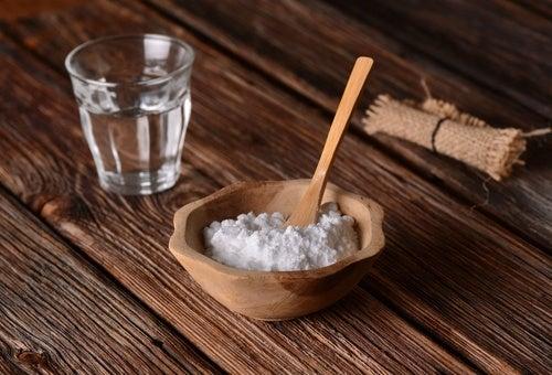 El bicarbonato de sodio es una de las alternativas para limpiar las ollas sucias
