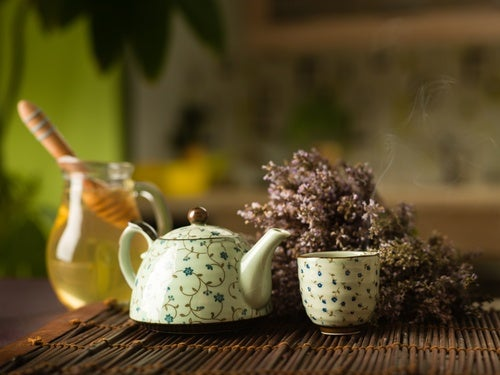 Cómo preparar agua tibia con miel