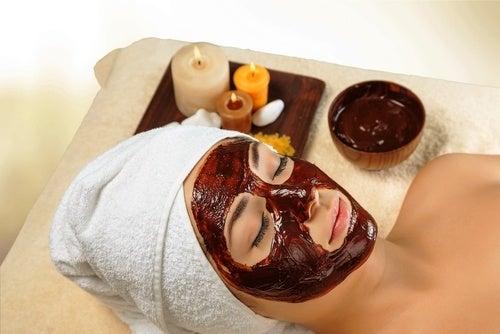 Cómo preparar esta mascarilla de chocolate y miel