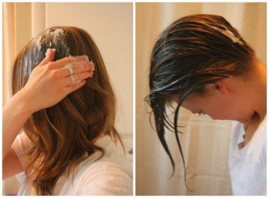 Mujer usando aceite de coco en el cabello