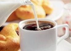 Cafe con leche y bolleria