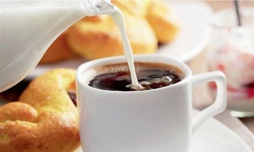 ¿Por qué el café con leche y bollería es un desayuno perjudicial?
