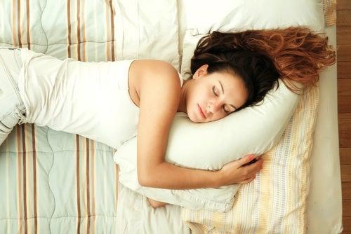 8 consejos para dormir en verano sin pasar calor