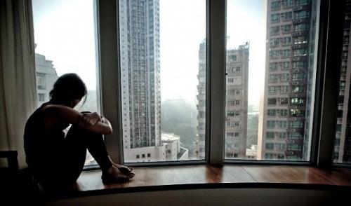 Formas en que la soledad afecta tu salud