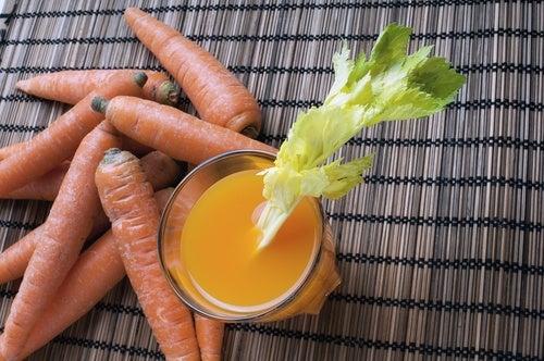 Jugo de zanahoria y apio