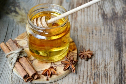 Miel, canela y agua