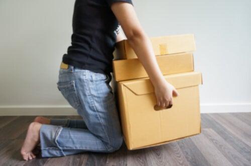 No levantar objetos pesados para prevenir la artrosis