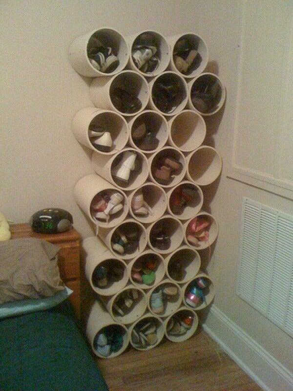 Organizador de zapatos hecho con PVC.