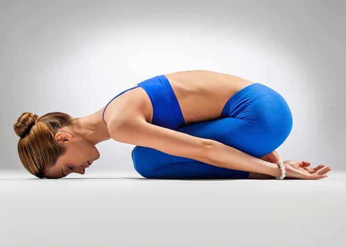Poses de yoga si no eres muy flexible