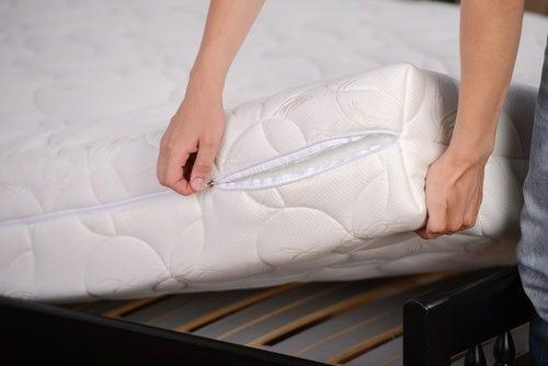 Usar un colchón ortopédico