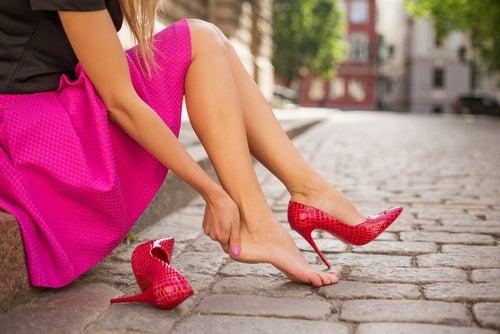 Usar zapatos incómodos