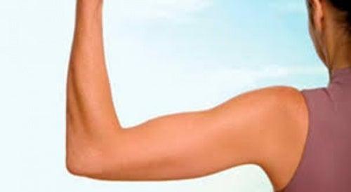 6 ejercicios efectivos para fortalecer los brazos y eliminar la grasa