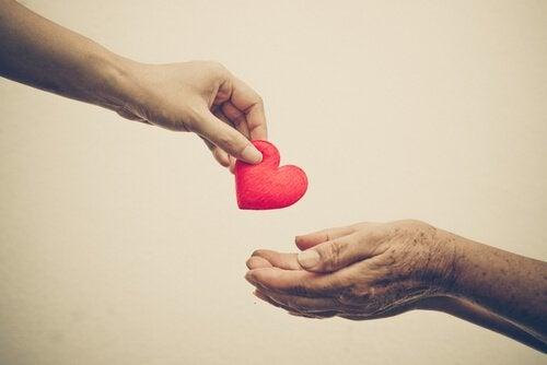 dar corazón y ayudar