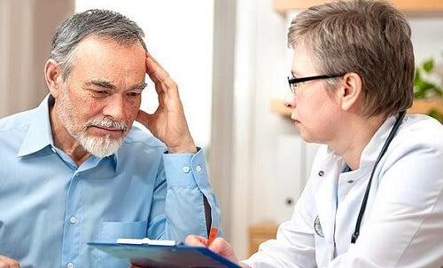 visita al medico para prevenir aneurisma