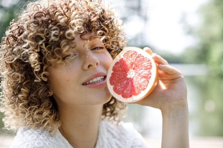 5 razones por las que deberías incluir pomelo en tu desayuno