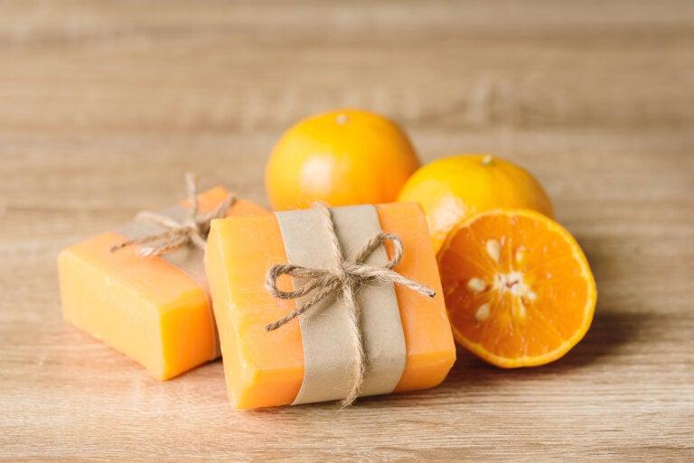 Prepara un jabón de naranja casero, aromático y refrescante