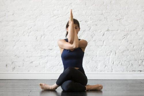 6 beneficios psicológicos de practicar yoga