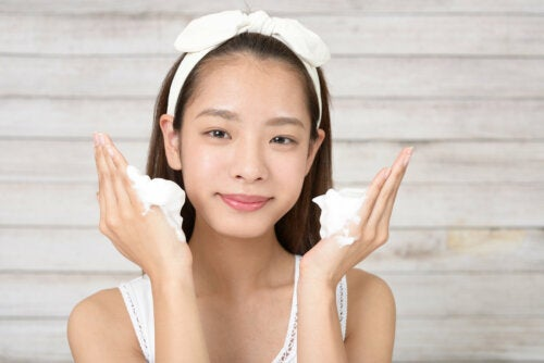 8 tips para quitar el brillo facial de forma natural
