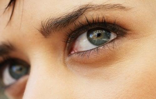 Remedios naturales contra los ojos secos