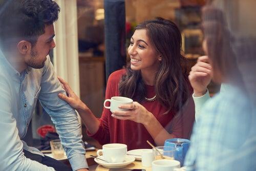 Sonreír para conectar emocionalmente con otros
