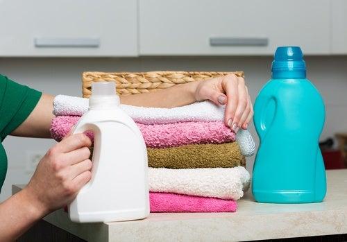 ¿Qué se esconde detrás del suavizante para la ropa?