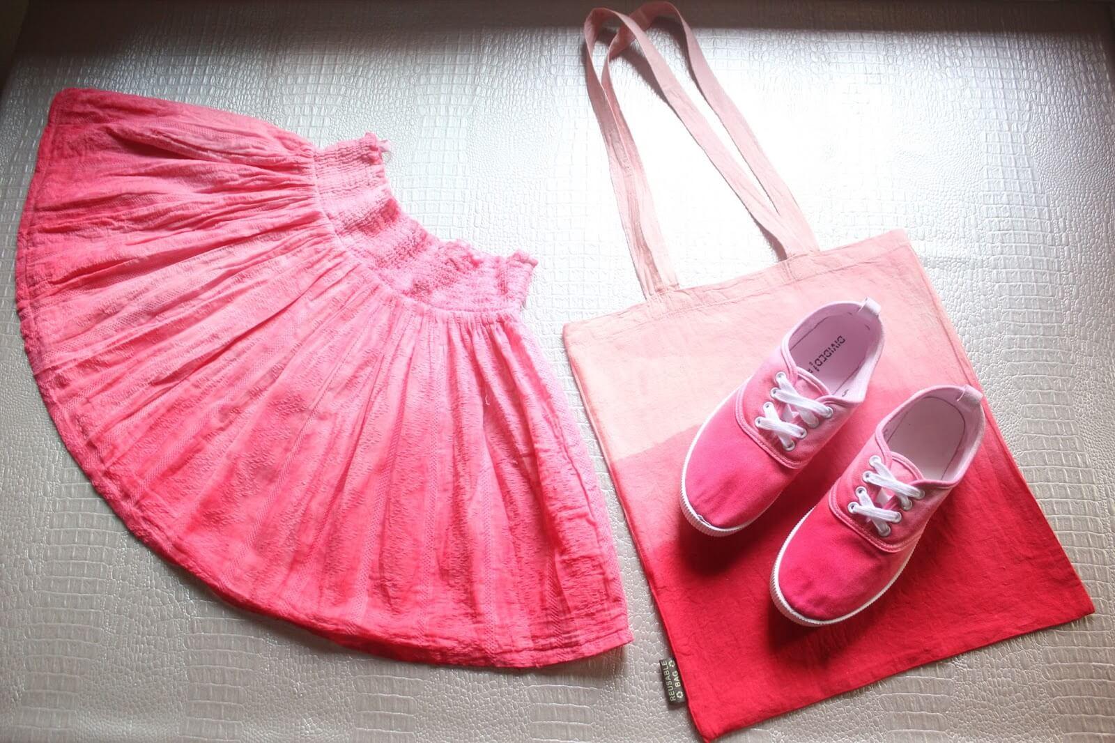 Teñir ropa de un mismo color.