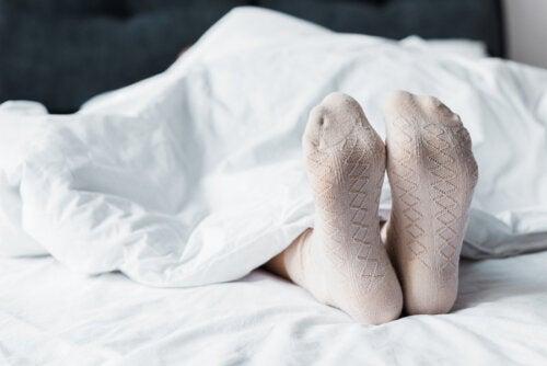 ¿Es mejor dormir con calcetines?