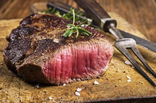 La carne roja puede empeorar el reflujo