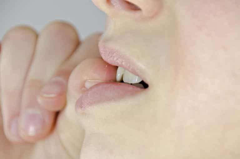 7 razones por los cuales comerse las uñas es malo