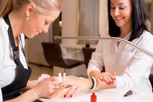Cuidado con las uñas artificiales