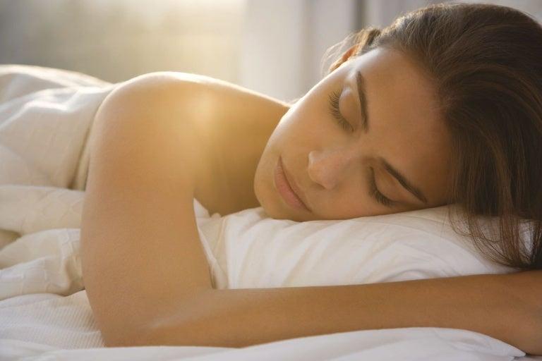 7 beneficios de dormir desnudo