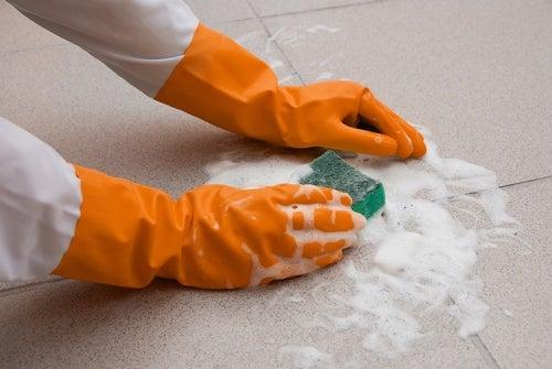 Limpiar suelos con jabón neutro