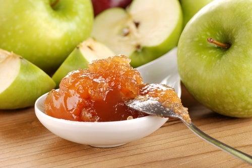 mermelada de manzana y manzanas.