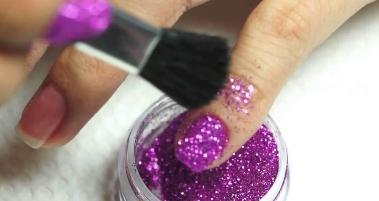 Purpurina embellecer tus uñas
