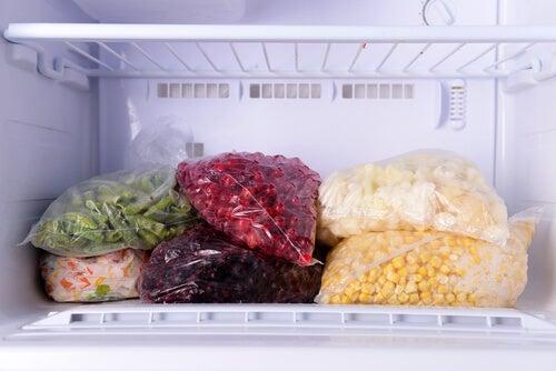 9 alimentos que no debes almacenar en el congelador
