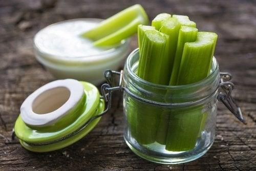Beneficios nutricionales del apio para la salud